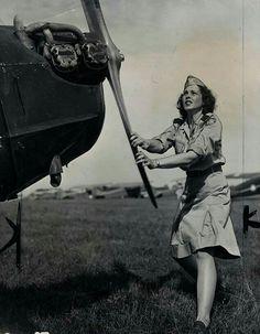 Aviation Pin Ups : Pvt. Doris Elkington, a member of Michigan Wing 63 of the Civil Air Patrol, turns the propeller of her airplane before taking off. Civil Air Patrol, Female Pilot, Aviators Women, Military Women, Ww2 Women, Vintage Air, Nose Art, Women In History, Second World