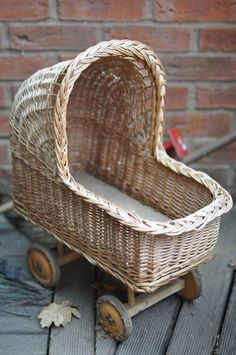 Wicker pram for the antique dolls. Vintage Pram, Vintage Dolls, Dolls Prams, Baby Buggy, Baby Carriage, Rattan Furniture, Antique Toys, Old Toys, Basket Weaving