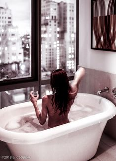 Girl in bathtub in New York City with awesome view of midtown Manhattan. Boudior Poses, Boudoir Photography Poses, Boudoir Pics, Dark Photography, Photography Women, Infrared Photography, House Photography, Photography Courses, Iphone Photography