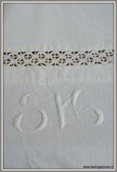 Zweeds laken met monogram en gehaakt kant
