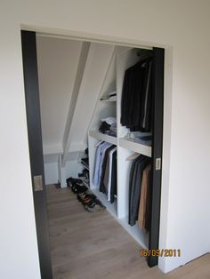 Many times the attic room is overlooked when you run out of room in your home and need more storage space. Creating well-planned attic storage will help you reduce clutter. The attic storage space depends on a home's style and when it was built. Loft Storage, Loft Conversion, Home, Closet Bedroom, Bedroom Loft, Loft Spaces, Storage, Attic Storage, Closet Space
