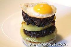 Pincho de morcilla con patata y huevo de codorniz.