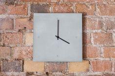 C-CLOCK Hochwertige und besonders dünne Wanduhren aus Carbon und Beton, hier auf Mauerwerk Clock, Wall, Home Decor, Brickwork, Wall Clocks, Watch, Homemade Home Decor, Clocks, Interior Design