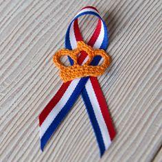 Crocheted crown for the Dutch King's birthday. Pattern @ dehaakbrigade.blogspot.nl