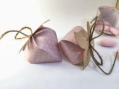 Strawberry boxes - scatoline porta confetti segnaposto a forma di fragola Creative Gift Packaging, Gift Box Packaging, Creative Gifts, Cool Gifts, Diy Gifts, Handmade Gifts, Strawberry Box, Elegant Gift Wrapping, Cute Box