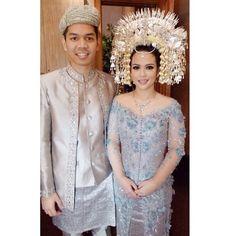 Mas @adiadrian_ds and Mas @saptodjojokartiko you guys are amazingggg! Both make up and kebaya are perfeeeccct! Minangkabau, Indonesian Wedding, Padang, Wedding Planners, Kebaya, Ds, Ethnic, Dream Wedding, Wedding Inspiration