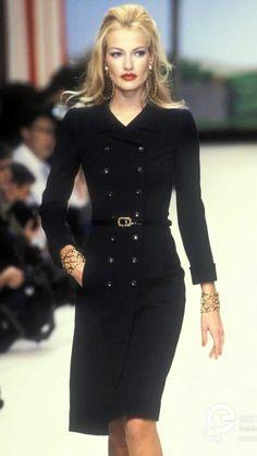 Karen Mulder - CHANEL Runway Show 1995