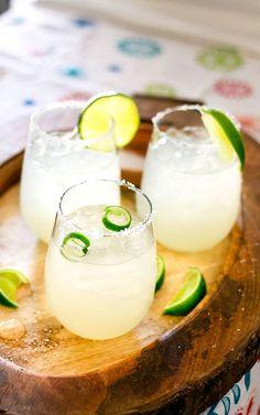 3 Ingredient Margarita For Simplified Summer Sipping Limeade Margarita, Jalapeno Margarita, Skinny Margarita, Margarita Recipes, Margarita Cocktail, Tapas, National Margarita Day, Best Comfort Food, Cinco De Mayo