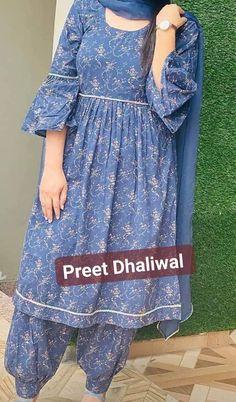 Party Wear Indian Dresses, Designer Party Wear Dresses, Dress Indian Style, Indian Wear, New Kurti Designs, Kurta Designs Women, Kurti Designs Party Wear, Designer Salwar Kameez, Embroidery Suits Design