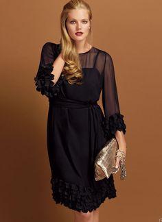 Colorato o nero, l'abito 'Stile Impero' è il piu' amato dalle donne curvy e non solo, piace perchè è facile da indossare e nasconde i difetti.http://www.sfilate.it/210996/colorato-o-nero-labito-stile-impero-e-amato-dalle-donne