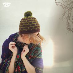 knitted hat with pom pom, handmade by diEnes