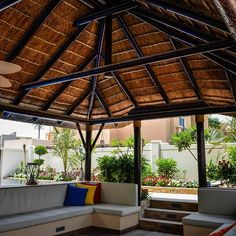 A beautifully thatched roof  covers a plush seating corner and outdoor kitchen & dining area – perfect for alfresco dining or relaxing next to the pool.