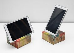Melted Candy by PAPA Timber - iphone mobile phone holder made from reclaimed wood and full of colors. Podstawka pod telefon lub tablet wykonana z odzyskanego drewna z palet. Upcycling, ecodesign pełną gębą:)