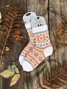 Diy Crochet And Knitting, Crochet Socks, Rings N Things, Mittens, Christmas Stockings, Diy And Crafts, Holiday Decor, Handmade, Slippers