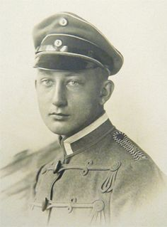 A photo of the famous Ace, Richthofen's friend, Werner Voss. I think the photo is from when he was a Hussar be transferring to the Luftstreitkräfte.
