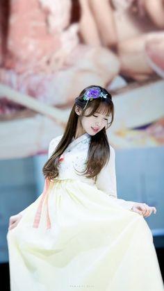 한복입은 아린이 Oh My Girl Yooa, Arin Oh My Girl, Kpop Girl Groups, Korean Girl Groups, Kpop Girls, Golden Child, Cosplay Outfits, Traditional Outfits, Korean Traditional