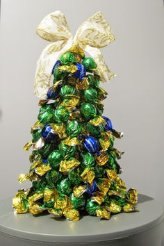 Sweet Christmas tree - made of bottle, duct tape, ribbon and pralines! Easy and funny :)