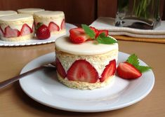 Jahodové dortíky Czech Recipes, Mini Cheesecakes, Muffin, Mini Cakes, Baked Goods, Sweet Treats, Food And Drink, Pudding, Sweets