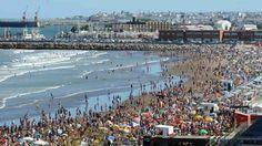 Las playas urbanas más célebres del mundo.En la Argentina, Mar del Plata es el paradigma de la playa urbana,