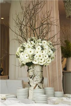 tree trunk and white flowers elena-s-wedding-winter-ideas Winter Wedding Centerpieces, Winter Wedding Flowers, Wedding Table Flowers, Wedding Decorations, Decor Wedding, Birch Centerpieces, Centerpiece Ideas, Wedding Ideas, Wedding Bouquet