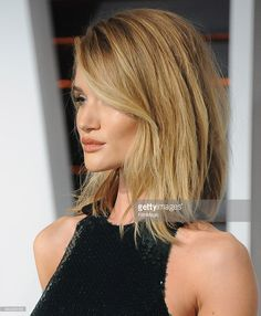 Rosie Huntington-Whiteley arrives at the 2015 Vanity Fair Oscar Party Hosted By Graydon Carter at Wallis Annenberg Center for the Performing Arts on February 22, 2015 in Beverly Hills, California.  (Photo by Jon Kopaloff/FilmMagic)