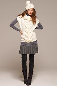 dámský ručně pletený svetřík a čepice s bambulí z příze Merino 105