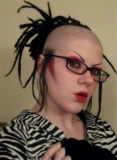 Listed in this post are 30 funny photos showing what bad hair day would look like Haircut Fails, Bad Eyebrows, Eye Brows, Funny Eyebrows, Different Hairstyles, Weird Hairstyles, Hairstyles Pictures, New Haircuts, White Girls