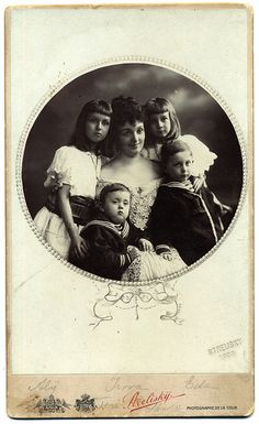 +~+~ Antique Photograph ~+~+  Beautifully detailed cabinet card with Mother and her four cherubs.  1903 Budapest.