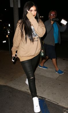 Mode Kylie Jenner, Kendall Jenner Outfits, Kendall And Kylie Jenner, Lazy Day Outfits, Casual School Outfits, Hipster Outfits, Stylish Outfits, Celebrity Outfits, Celebrity Photos