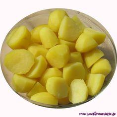 Salzkartoffeln - Rezept Salzkartoffeln, das klassische Kartoffel-Rezept vegetarisch vegan laktosefrei glutenfrei Fruit Salad, Food, Potato Soup, Potato Salad, Glutenfree, Fruit Salads, Essen, Meals, Yemek