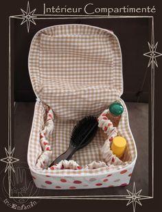 Tuto pour créer un vanity en tissu fermé par zip, doublé et avec cordonnet de maintien pour les produits.