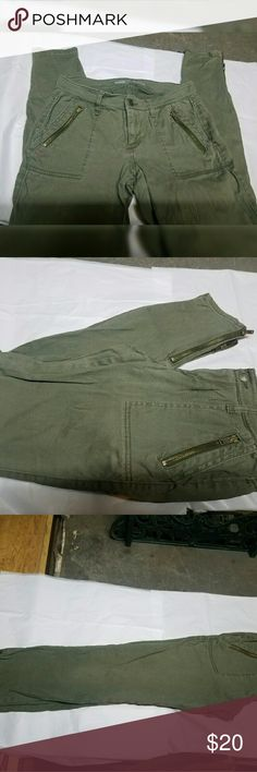 Amy green zippered skinny jeans. Old Navy Rockstar skinny jeans.  Army green zipper pockets and zipper ankles. Old Navy Pants Skinny