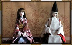 Ball jointed dolls dressed in kariginu and furisode