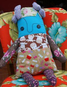 Boneca de Pano - Belinha D'Avó     Boneca em patchs, com tecidos bem variados, uma verdadeira paixão para as garotas cheias de mimos!    R$60.00