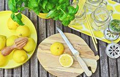 summer drink   rezept für hausgemachte zitronen-basilikum-limonade   basil lemonade recipe   luzia pimpinella