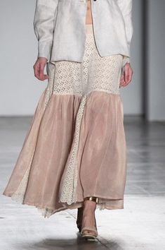 Caafd at New York Fashion Week Spring 2019 - Love the two materials of this skirt, as well as the colors. Spring Fashion Trends, Trendy Fashion, Autumn Fashion, Womens Fashion, New York Fashion, Runway Fashion, Street Fashion, Trendy Dresses, Fashion Dresses