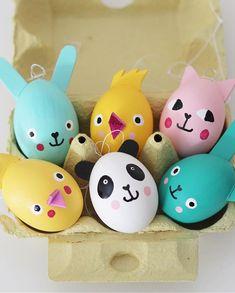 """Mer pyssel åt folket! på Instagram: """"Nu börjar jag smyga in lite påskpyssel! En rolig idé är att addera öron på sina ägg innan man målar. Dekorgummi är det perfekta materialet…"""" Diy Upcycling, Easter Crafts, Easter Ideas, Recycling, Egg Decorating, Easter Eggs, Origami, Diy And Crafts, Holiday"""