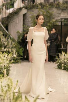 Minimal Wedding Dress, Plain Wedding Dress, Dream Wedding Dresses, Bridal Dresses, Bridesmaid Dresses, Civil Wedding Dresses, Wedding Dresses Plus Size, Gorgeous Wedding Dress, Long Sleeve Wedding