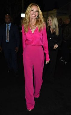Julia Roberts from The Big Picture: Today's Hot Photos Pink perfection! The actress brightens the world wearing a hot pink head-to-to outfit and giant smile in L. Julia Roberts Style, Fashion Pants, Fashion Outfits, Mature Fashion, Celebs, Celebrities, Celebrity Style, Celebrity Babies, Style Icons