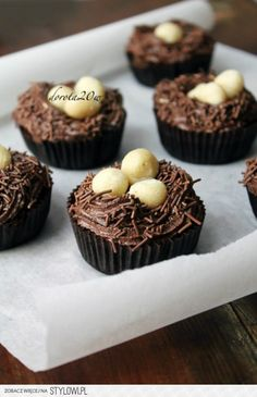 Nest Cupcakes for Spring/ Easter Donut Recipes, Cupcake Recipes, Baking Recipes, Dessert Recipes, Cupcake Ideas, Easter Recipes, Butter Cupcakes, Baking Cupcakes, Cupcake Cookies