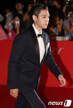 T.O.P, Lee Joon, and Taecyeon look handsome walking down the red carpet in tuxedos at BIFF | allkpop.com