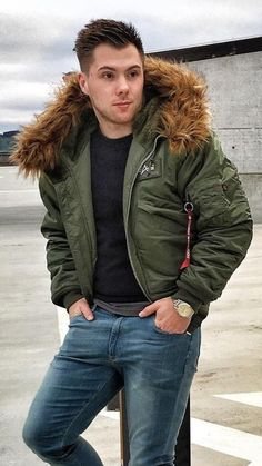 Guys with fur collar Stylish Men, Men Casual, Cold Wear, Dope Outfits For Guys, Mens Fur, Herren Outfit, Men's Coats And Jackets, Casual Winter Outfits, Streetwear Fashion