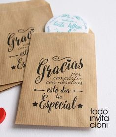 yet it looks sooo beautiful thanks to this gorgeous hand lettering that I couldn't resist and had to pin it! Diy Paper Bag, Paper Bag Crafts, Chic Wedding, Our Wedding, Lounge Party, Boy Baptism, Ideas Para Fiestas, Party Packs, Special Day