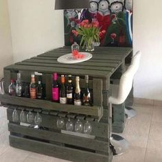 ¿Qué tal esta idea para muebles con pallets?  En nuestro blogpost descubrirás muchas más ideas para muebles con palets de varios tipos como: chill out, jardin, sofa, sillones …  ❤  Didn't you like this pallet furniture idea?  Discover many pallet furniture ideas in our blog: patio, DIY, living room, bedroom, outdoor …   #designtips #decoraciondeinteriores #design #reciclaje #reciclar