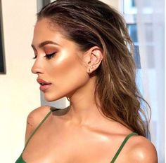 @madridglow created a gorgeous summertime glow with a Nude Envie lip that compliments it PERFECTLY! shade: Attitude with Fearless gloss