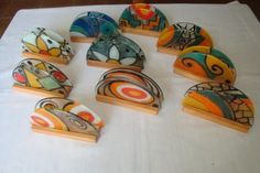 Serviette holder set in wood Fused Glass Jewelry, Fused Glass Art, Image Glass, Polymer Project, Glass Furniture, Glass Butterfly, Slab Pottery, Bottle Painting, Stained Glass Patterns