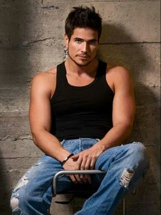 It's a bit harder than it should to find decent shirtless fotos of Colombian hunk Daniel Arenas . I mean, just look at him. Attractive Guys, Raining Men, Guys Be Like, Music Tv, Good Looking Men, Gorgeous Men, Beautiful People, My Boyfriend, Ripped Jeans