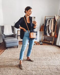 Mom Jeans Outfit Summer, Casual Summer Outfits, Basic Outfits, New Outfits, Look Blazer, Mommy Style, Cultura Pop, How To Look Classy, Business Outfits