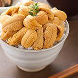 Sea urchin is from Rebun island in Hokkaido. 礼文・利尻島産生うに yammiiiiiiiiiiiiiiiiiii, i want the whole bowl!!!