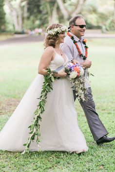 A sentimental Waimea Valley wedding on Oahu Island in Hawaii. Beautiful bride Michelle was expecting at this time and her ethereal tulle gown looked perfect Waimea Valley, Tulle Gown, Bridesmaid Dresses, Wedding Dresses, Hawaii Wedding, Beautiful Bride, Ethereal, Wedding Venues, Alice